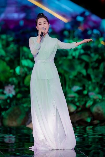 马苏亮相央视七夕晚会 温柔献唱《桥边姑娘》