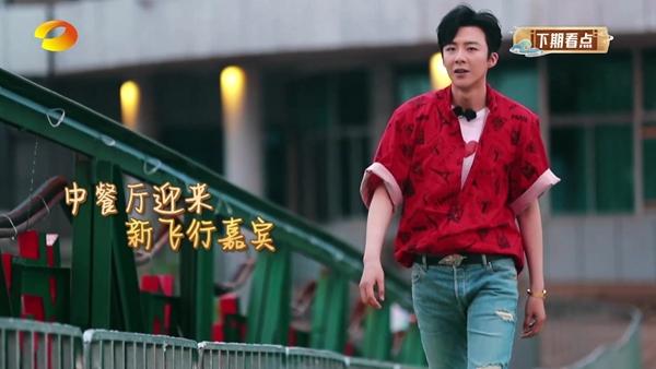 """摩登兄弟刘宇宁《中餐厅4》上岗 贴心 BOY 自带""""宝藏行李""""引合伙人惊叹"""