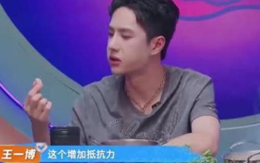 """王嘉尔第一次吃糖蒜的表情太销魂 太上头失""""蒜""""了!"""