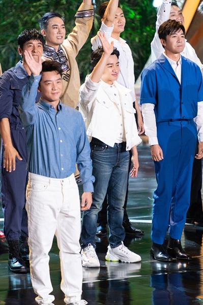 王祖蓝儒雅亮相百花电影节 全新演绎经典歌曲年代感十足