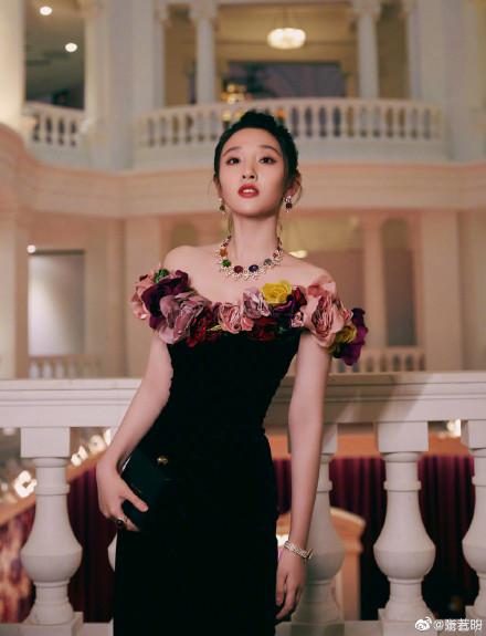 张若昀这是我老婆也是我孩她妈 晒唐艺昕美照疯狂示爱