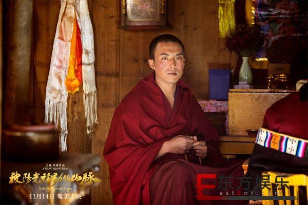 王强导演佳片《被阳光移动的山脉》定档11月14日,深刻展现信仰与爱情的两难抉择