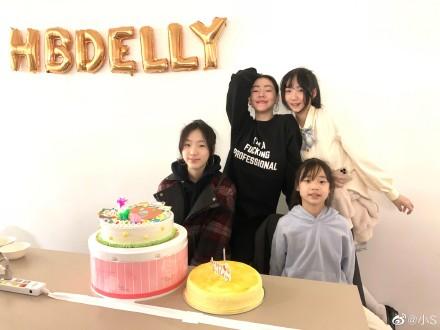 小S为大女儿庆生15岁 自侃还是那么年轻!